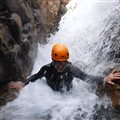 passage sous cascade sortie canyoning